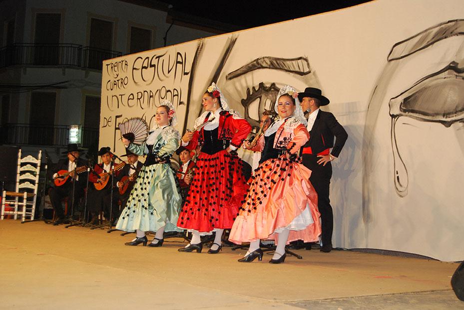2013--9-festival-folklore