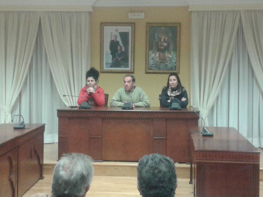José Ropero se despide en una emotiva comparecencia ante las asociaciones de la localidad